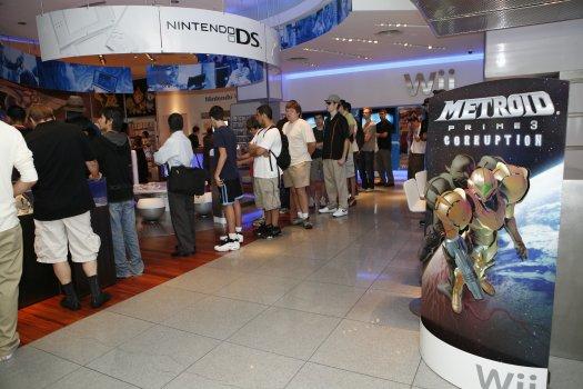 Nintendo Fans in line